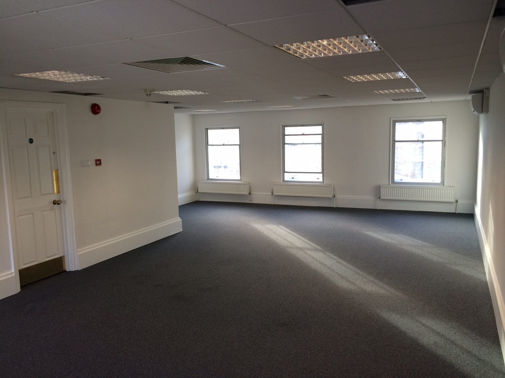 33 Clarence Street Staines TW18 4SY – Newly Fully Refurbished Offices With Parking