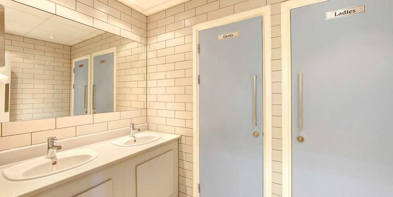 Windsor - Peascod Street - Amberley Place - Peascod Street - toilets
