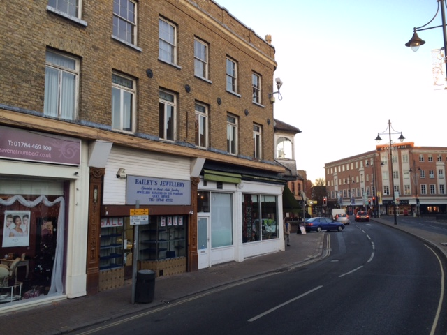 3 Clarence Street Staines TW18 4SU – town centre shop to let